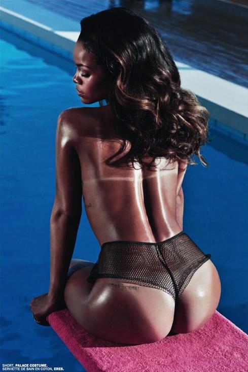 rihanna-topless