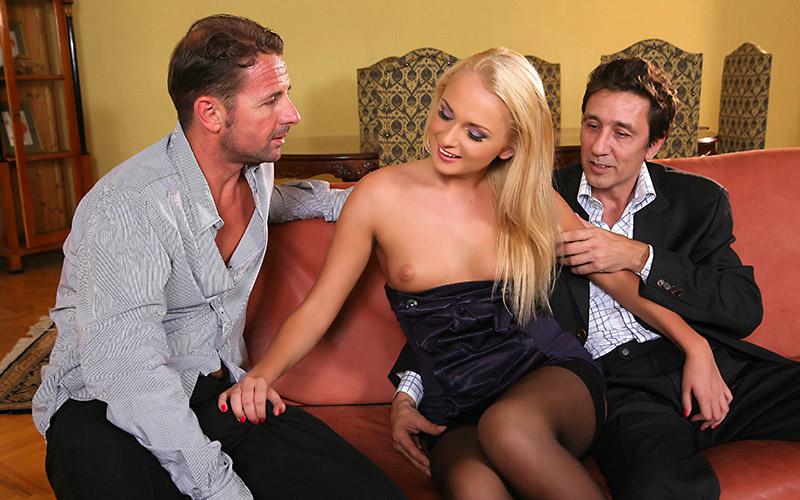 03_double_penetration_blonde-beautiful-girl-hotel